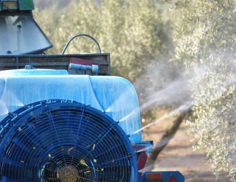 Centros locales de COAG Jaén ofrecen a los ayuntamientos el uso de sus tractores y cubas para desinfección